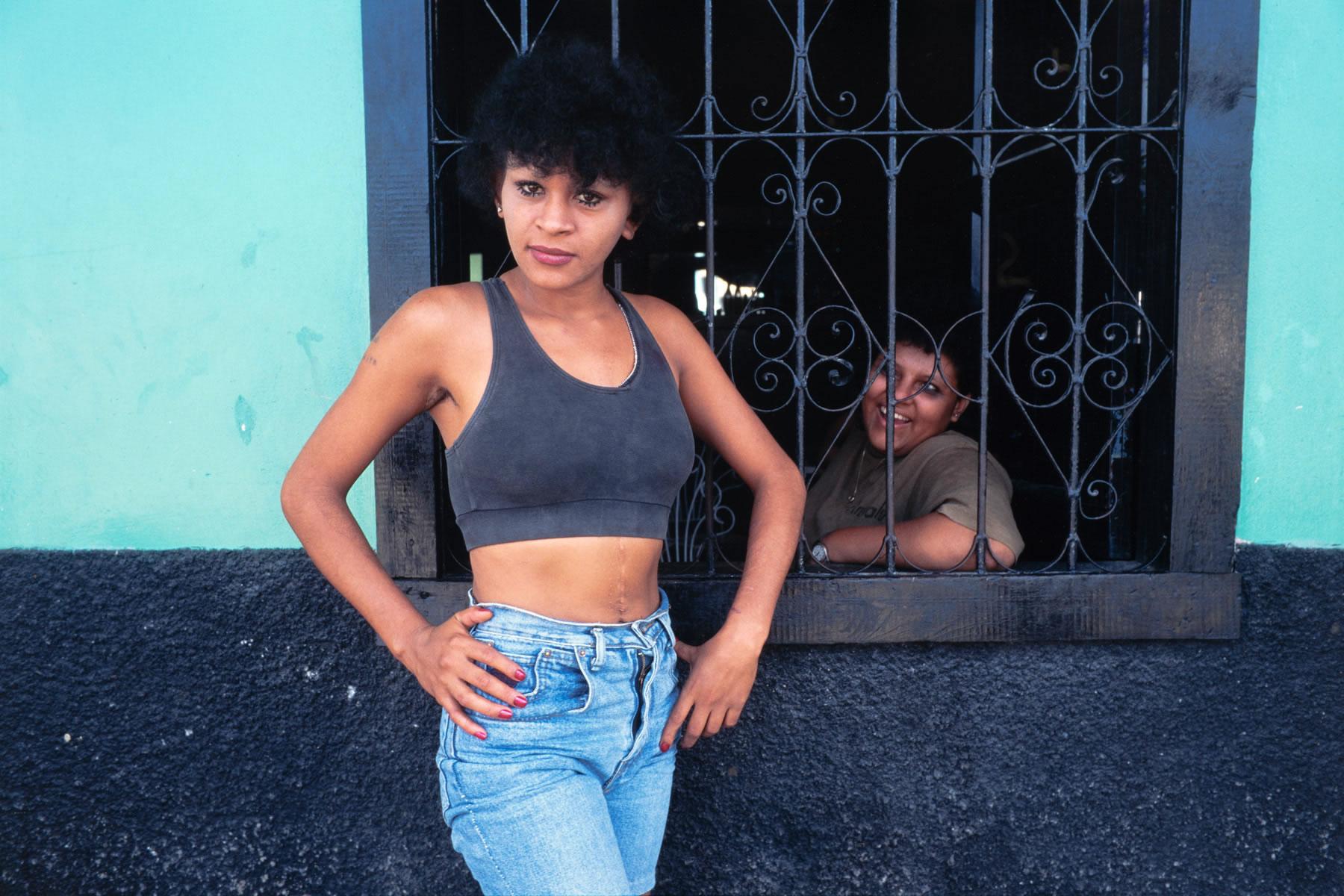 Chicas Bar Honduras CB 03
