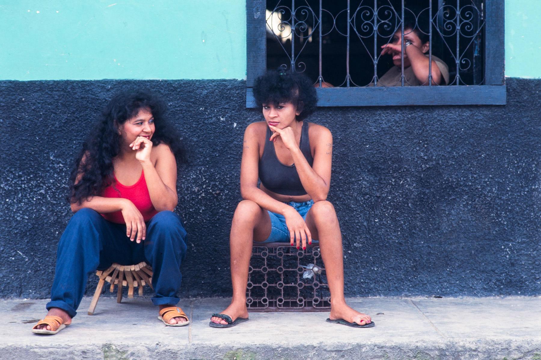 Chicas Bar Honduras CB 04